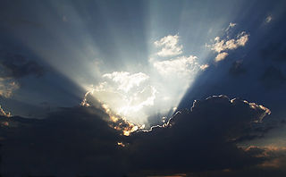320px-Crepuscular rays color