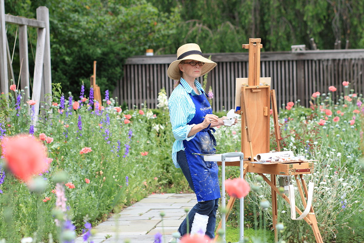 Woman painting at the National Arboretum 2011 05 29